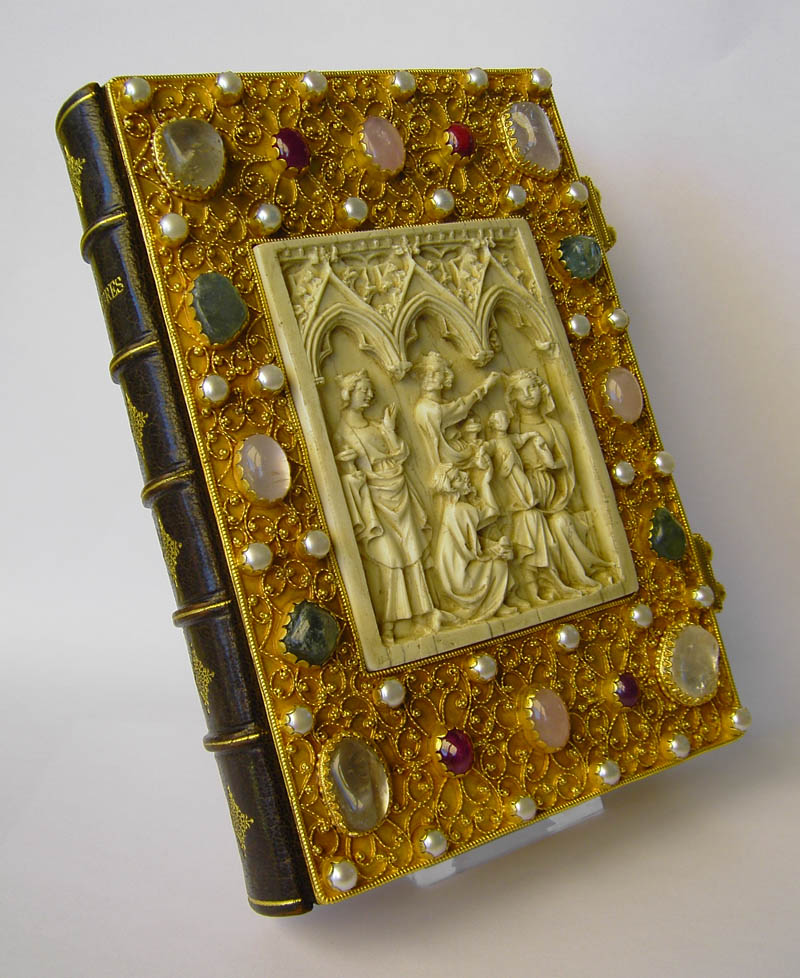 Goldschmiedeeinband für ein Stundenbuch